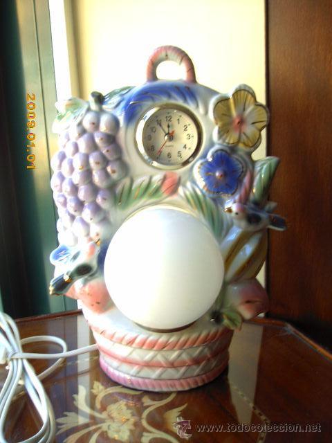 LAMPARA RELOJ DE SOBREMESA, O MESITA DE NOCHE. EN CERÁMICA. 30C. TS. DE ALTA (Vintage - Lámparas, Apliques, Candelabros y Faroles)