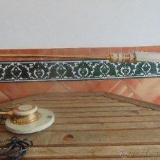 Vintage: LAMPARA DE SOBREMESA NO SE LE VE MARCA HALOGENA EN METAL DORADO Y PIEDRA ARTIFICIAL. Lote 53329060