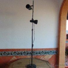 Vintage: LAMPARA DE PIE FOCOS ORIENTABLES DE LA MARCA FASE EN NEGRO. Lote 54199644
