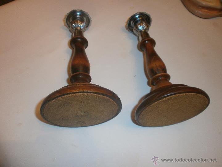 Vintage: PAREJA DE CANDELABROS INGLESES DE MADERA Y METAL CON BASE DE CORCHO. SIN MARCA - Foto 3 - 54274626
