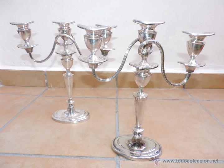 ANTIGUOS CANDELABROS PAREJA - TRES VELAS - PLATEADOS MADE IN ENGLAND SILVER PLATED - MUY ELEGANTES (Vintage - Lámparas, Apliques, Candelabros y Faroles)