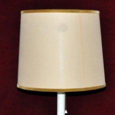 Vintage: LAMPARA DE SOBREMESA VINTAGE AÑOS 60. COMPLETA Y EN FUNCIONAMIENTO. Lote 56562389