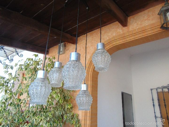 LAMPARA DE TECHO CON 5 TULIPAS SUSPENDIDAS EN CRISTAL GRUESO MOLDEADO Y A DIFERENTES ALTURAS (Vintage - Lámparas, Apliques, Candelabros y Faroles)