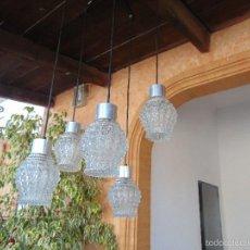 Vintage: LAMPARA DE TECHO CON 5 TULIPAS SUSPENDIDAS EN CRISTAL GRUESO MOLDEADO Y A DIFERENTES ALTURAS . Lote 57050643