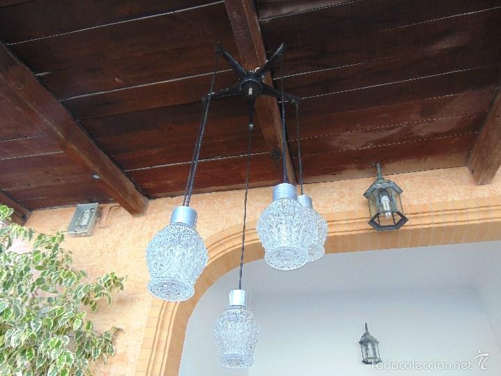 Vintage: LAMPARA DE TECHO CON 5 TULIPAS SUSPENDIDAS EN CRISTAL GRUESO MOLDEADO Y A DIFERENTES ALTURAS - Foto 2 - 57050643