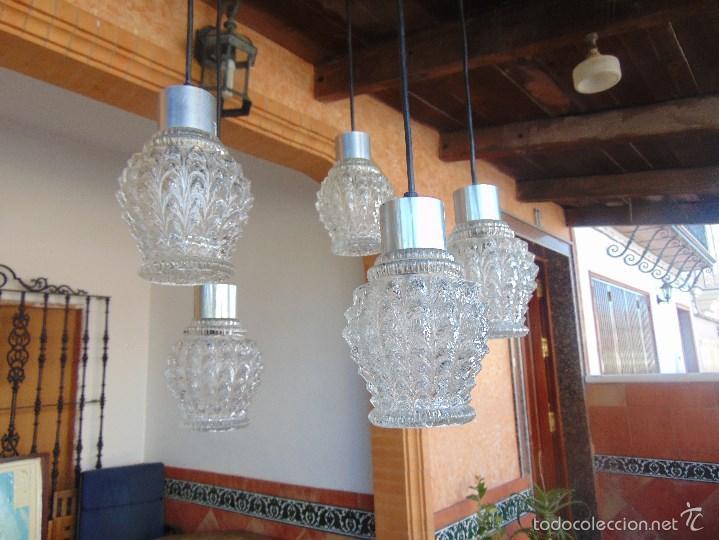 Vintage: LAMPARA DE TECHO CON 5 TULIPAS SUSPENDIDAS EN CRISTAL GRUESO MOLDEADO Y A DIFERENTES ALTURAS - Foto 3 - 57050643
