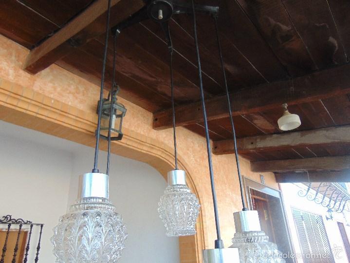 Vintage: LAMPARA DE TECHO CON 5 TULIPAS SUSPENDIDAS EN CRISTAL GRUESO MOLDEADO Y A DIFERENTES ALTURAS - Foto 4 - 57050643