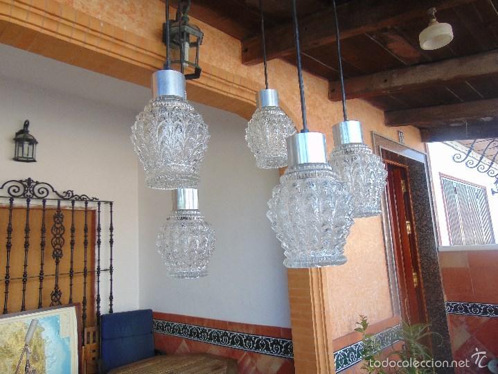 Vintage: LAMPARA DE TECHO CON 5 TULIPAS SUSPENDIDAS EN CRISTAL GRUESO MOLDEADO Y A DIFERENTES ALTURAS - Foto 8 - 57050643