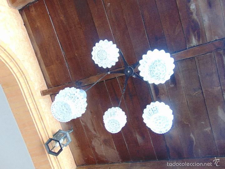 Vintage: LAMPARA DE TECHO CON 5 TULIPAS SUSPENDIDAS EN CRISTAL GRUESO MOLDEADO Y A DIFERENTES ALTURAS - Foto 11 - 57050643
