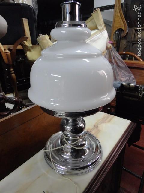 LÁMPARA GRANDE DE MESA METAL CROMADO TULIPA OPALINA BLANCA - TYPICAL SPANISH MEDIDA 65 X 40 CM. (Vintage - Lámparas, Apliques, Candelabros y Faroles)
