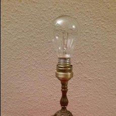 Vintage: LAMPARA VINTAGE RETRO LATON DE MESITA MESA FUNCIONANDO DECORADA DECORACION METAL. Lote 58160979