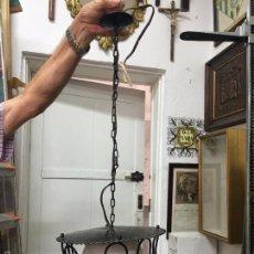 Vintage: LAMPARA DE METAL VINTAGE CON TULIPA DE OPALINA - MEDIDA LARGO 65 CM. Lote 140964660