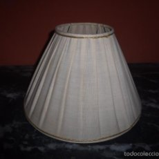 Vintage: PANTALLA DE TELA PLISADA CON DECORACION EN ORO . Lote 60795579