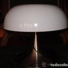 Vintage: LAMPARA VINTAGE TULIPA PLÁSTICO Y PIE METÁLICO . Lote 62902600