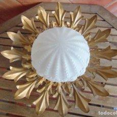 Vintage: LAMPARA DE TECHO TIPO SOL EN METAL DORADO EN FORMA DE FLOR CON GRAN TULIPA DE CRISTAL. Lote 65378559