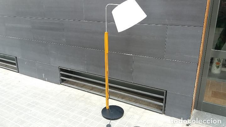 Vintage: Lámpara de pie años 70 madera y metal. Estilo Milà, Santa & Cole, Metalarte, Fase, Tramo.... - Foto 9 - 66183234
