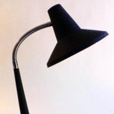 Vintage: LAMPARA MESA ESCRITORIO FLEXO AÑOS 70 ACERO CROMADO Y PINTURA VERMICULADA NEGRA -MODA EN LOS 60 Y 70. Lote 68945289