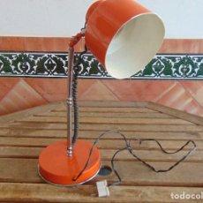 Vintage: LAMPARA DE SOBREMESA ORIENTABLE EN METAL COLOR NARANJA. Lote 69252229