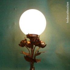 Vintage: ELEGANTE LAMPARA METAL DECORACION VEGETAL PLANTA DORADA BOLA CRISTAL ORIGINAL AÑOS 60 VINTAGE. Lote 74068531