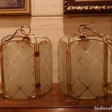 Vintage: PAREJA DE FAROLES DE TECHO, IMPECABLES, METAL DORADO, CRISTAL GRABADO. Lote 74137151
