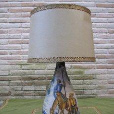 Vintage: LAMPARA DE MESA, CON PIE EN CERAMICA PINTADA DE TALAVERA - QUIJOTE - FIRMADA.. Lote 76895855