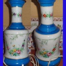 Vintage: VINTAGE ANTIGUO PIE DE LAMPARA PORCELANA BLANCA CON BANDAS AZULES Y FLORES MIDE 26 CM. DE ALTA POR 1. Lote 82499880