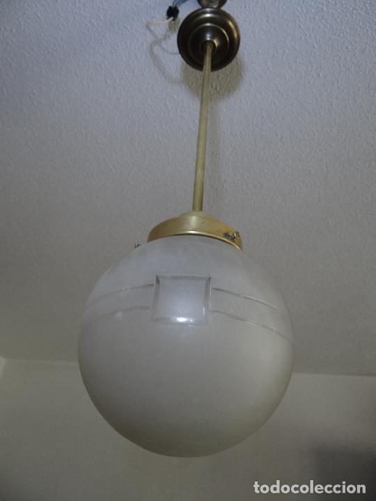 LAMPARA DECO VINTAGE. TULIPA GLOBO ESMERILADO. FUNCIONAMIENTO. (Vintage - Lámparas, Apliques, Candelabros y Faroles)