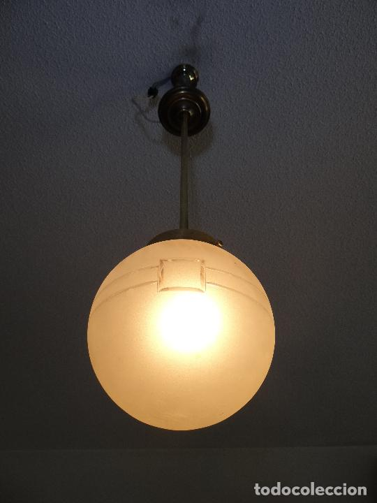 Vintage: LAMPARA DECO VINTAGE. TULIPA GLOBO ESMERILADO. FUNCIONAMIENTO. - Foto 4 - 83738684