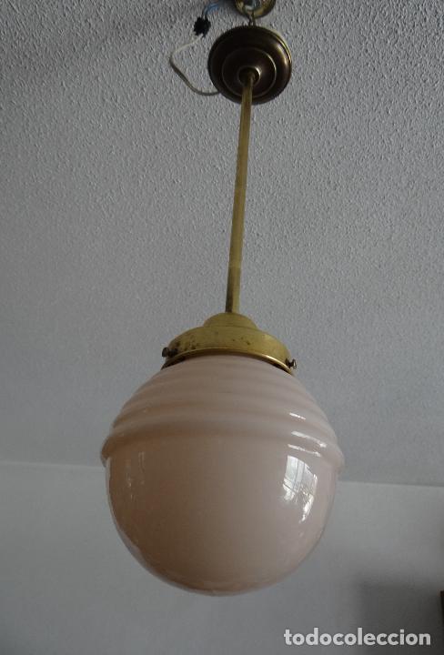 LAMPARA DECO VINTAGE. TULIPA GLOBO OPALINA ROSA. FUNCIONAMIENTO. (Vintage - Lámparas, Apliques, Candelabros y Faroles)