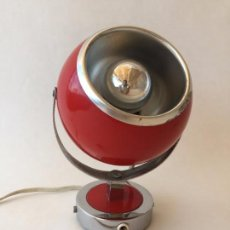 Vintage: LAMPARA APLIQUE TIPO EYE BALL ESFERICA ROJA FOCO CON INTERRUPTOR CADENILLA AÑOS 70 80 ROJO EYEBALL. Lote 84651696