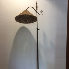 Vintage: ANTIGUA LAMPARA DE PIE DE FORJA DORADA- VINTAGE AÑOS 50. Lote 84711391