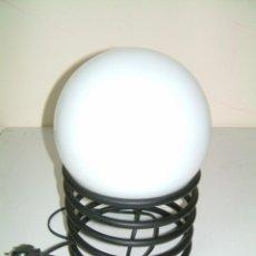 Vintage: LAMPARA SOBREMESA CON GLOBO CRISTAL BLANCO. Lote 85334872