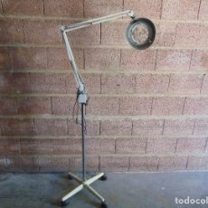 Vintage: LAMPARA LUPA DE LA MARCA FASE CON PIE CON RUEDAS PARA RESTAURAR Y COMPLETAR. Lote 86729628
