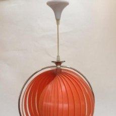 Vintage: LAMPARA TECHO SUSPENSION ESTILO MOON VERNER PANTON DE ACERO Y AROS MATERIAL PLASTICO COLOR NARANJA. Lote 87673896