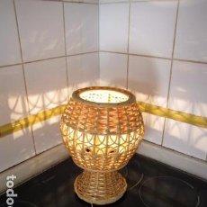 Vintage: LAMPARA SOBREMESA EN MIMBRE.. Lote 88131200