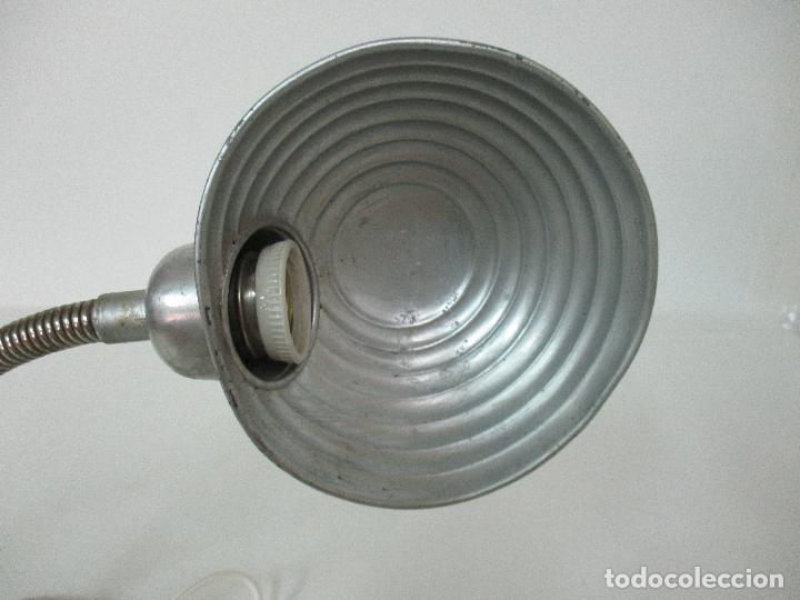 Vintage: Antigua Lámpara Sobremesa - Flexo - Aluminio - Electrificada - Funciona - 46 cm Altura - Vintage - Foto 3 - 89036292