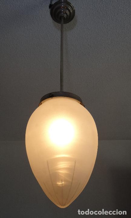 LAMPARA VINTAGE. ART DECO.. TULIPA GLOBO ESMERILADO TALLADO. FUNCIONAMIENTO. (Vintage - Lámparas, Apliques, Candelabros y Faroles)