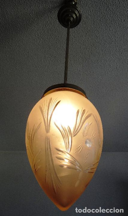LAMPARA VINTAGE. MODERNISTA. DECO. TULIPA GLOBO ESMERILADO TALLADO. FUNCIONAMIENTO. (Vintage - Lámparas, Apliques, Candelabros y Faroles)