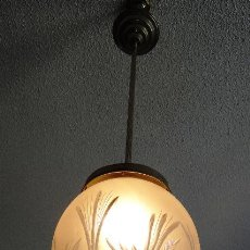 Vintage: LAMPARA VINTAGE. MODERNISTA. DECO. TULIPA GLOBO ESMERILADO TALLADO. FUNCIONAMIENTO.. Lote 89284084