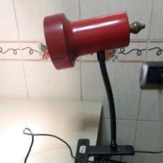 Vintage: LAMPARA PINZA FASE COLOR ROJO AÑOS 70. Lote 132519701