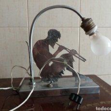 Vintage: ANTIGUA LAMPARA ARCO CROMADA DE MESA DE FAUNO Y FLAUTA AÑOS 70. Lote 92906179
