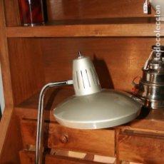Vintage: ANTIGUA LAMPARA DE DESPACHO MARCA FASE. TIENE ALGUNA PARTE DOBLADA(FOTOS). Lote 95010223