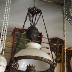 Vintage: PRECIOSA LÁMPARA DE QUINQUE DE TECHO. METAL Y OPALINA. Lote 96441839