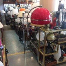 Vintage: LAMPARA DE PIE METALICO CON PANTALLA PLASTICA CON PINZA MARCA PUGAR DE LOS AÑOS 70. Lote 97062171