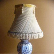 Vintage: LAMPARA DE PORCELANA CON TULIPA - GRANDE DE SOBREMESA. Lote 97418623