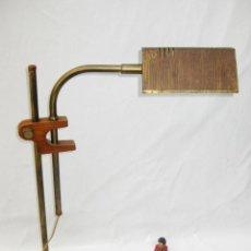 Vintage: LAMPARA ANTIGUA AÑOS 60 ESCRITORIO VINTAGE EN LATON Y MADERA. Lote 194238776