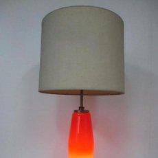 Vintage: LAMPARA SOBREMESA - METAL DORADO - CUERPO OPALINA CRISTAL ROJO ILUMINADO - RETRO - VINTAGE - AÑOS 60. Lote 100625107