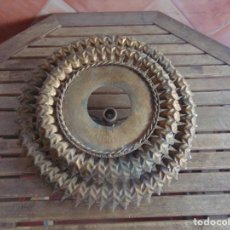 Vintage: LAMPARA TIPO SOL EN METAL DORADO CON DOBLE FILA DE HOJAS. Lote 100761931