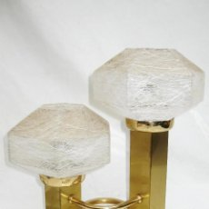 Vintage: LAMPARA VINTAGE LATON DORADO Y CRISTAL MURANO CUBIC DESIGN BY GAETANO SCIOLARI. Lote 101219059