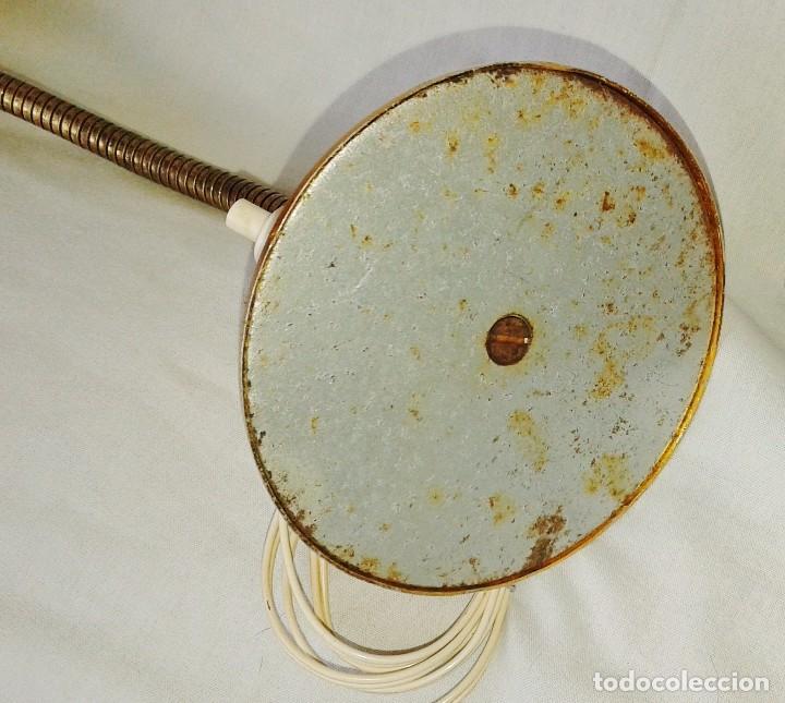 Vintage: Lámpara Vintage tipo flexo orientable, de sobremesa en aluminio anodizado dorado - Foto 7 - 101366827